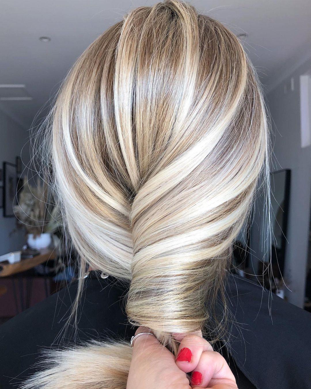 Tilt-In Waves Easy Hairstyle Idea