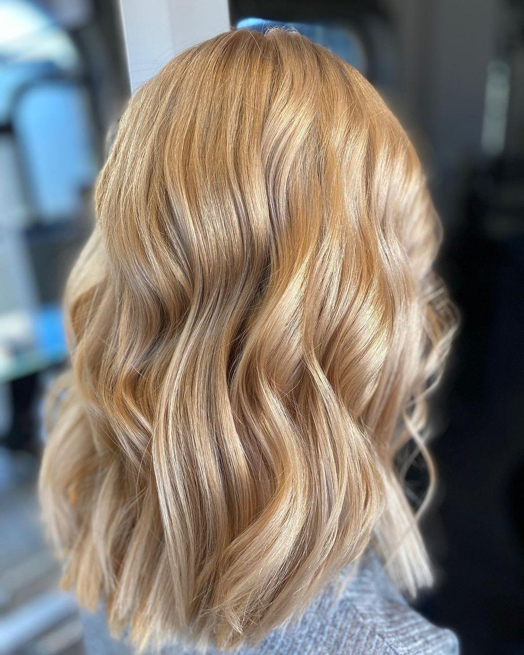 Semi-Curvy Golden Waves Hairdo