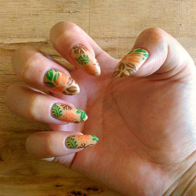 Forest Green Pumpkin Accent Nails