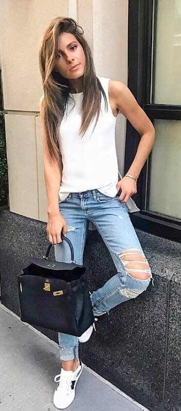 Hi-low Top With Distressed Jeans
