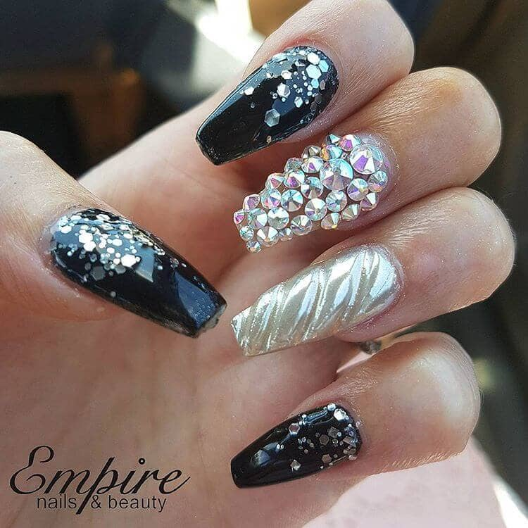 Edgy Unicorn Horn Nails in Black
