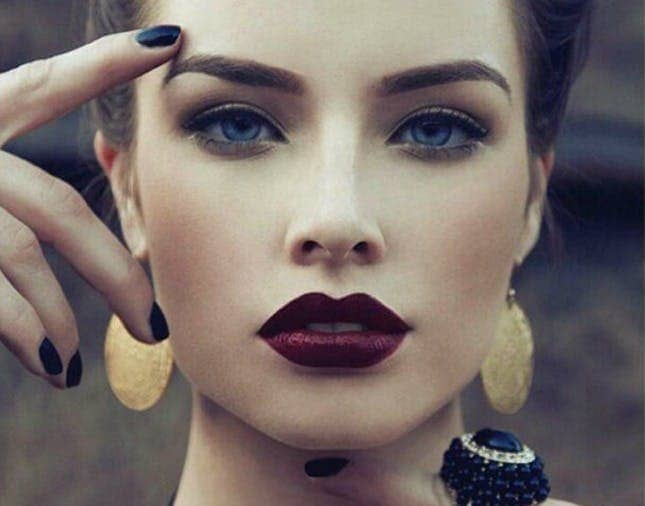 Soft Eyeshadow, Meet Vampy Pout