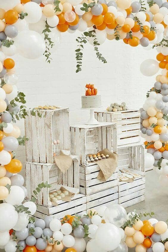 Using Balloons with Rustic Décor
