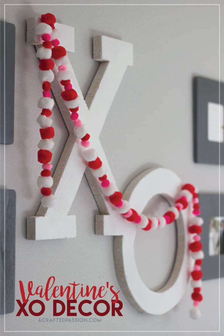 "White ""XO"" Valentine's Wall Ornament with Heart Garland"