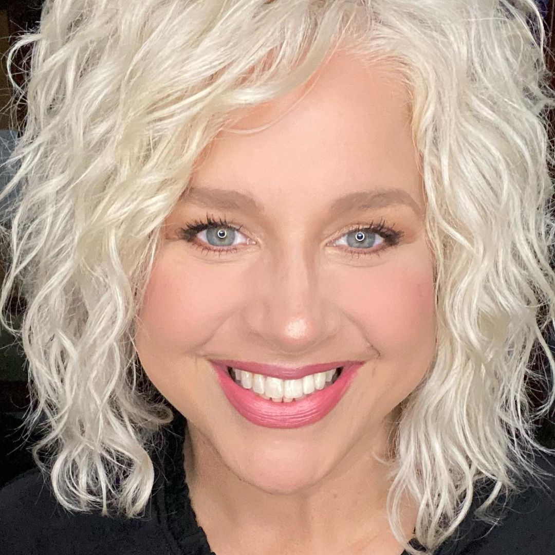 Short, Asymmetrical Platinum blond Curls