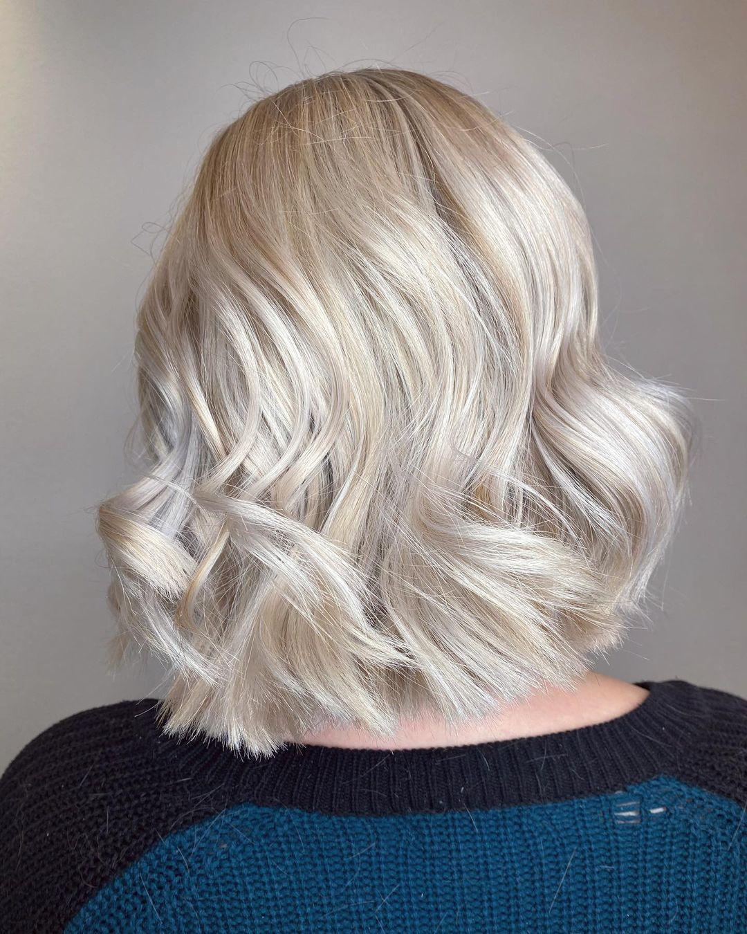 White-Golden Short Hair Voluminous Hairstyle