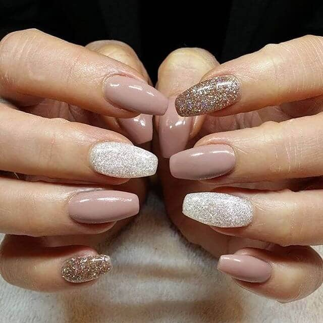 Glitter Gel Manicure Perfectly Suited for Autumn