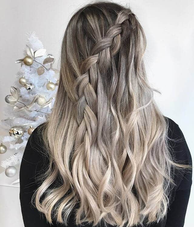 Ash-Toned Blonde Balayage Look