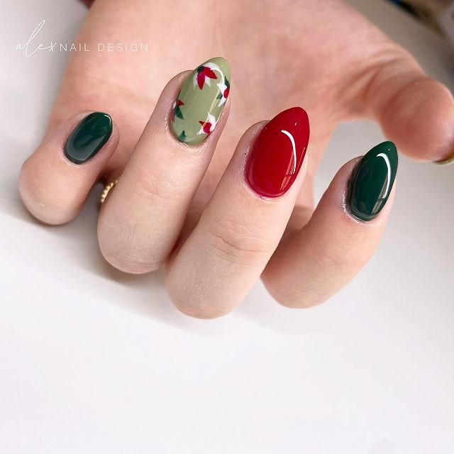 Autumn-Inspired Green and Red Nails