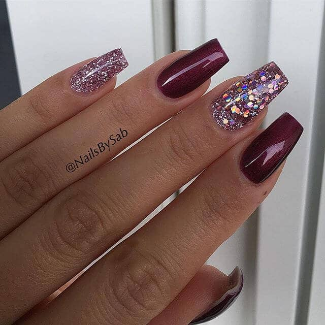 Alternating Maroon and Pink Glittery Nails