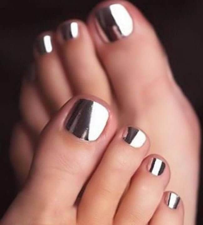 Amazing Nails that Shine like Chrome