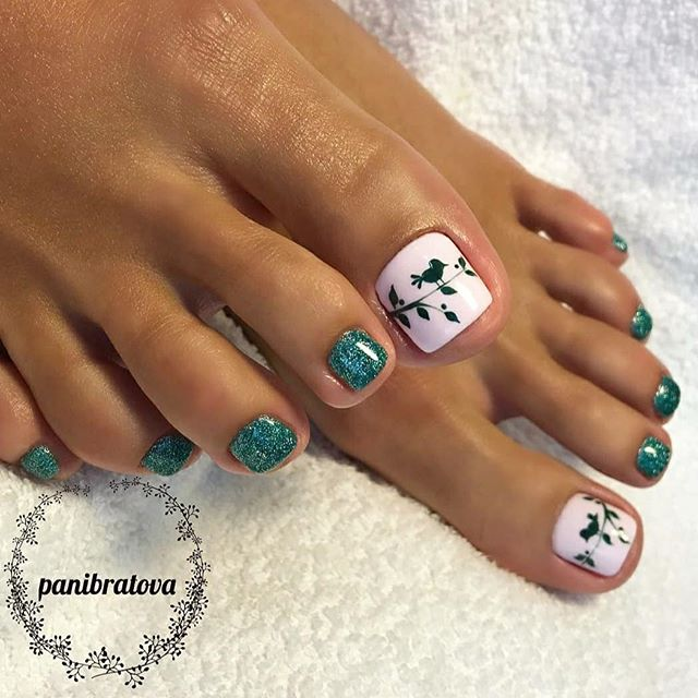 Lush Emerald Nails With Leaves