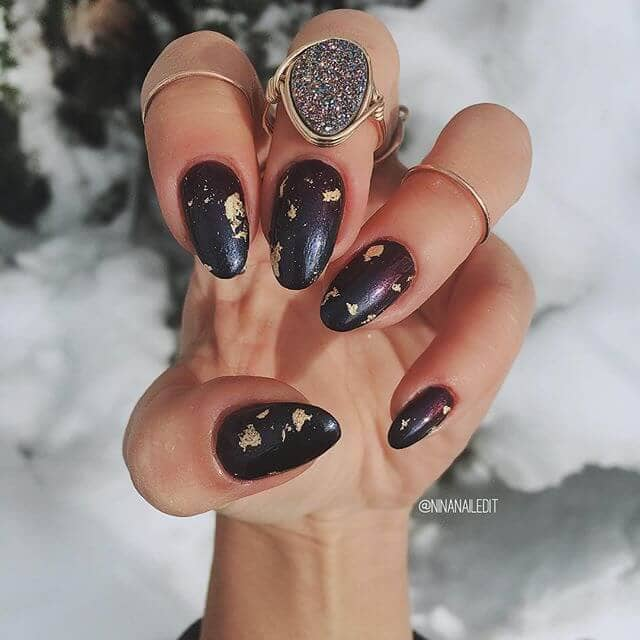Goldfinger, gold-flecked round nails