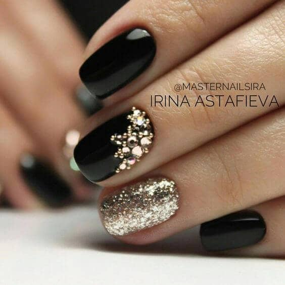 Perfect Black and Gold Manicure