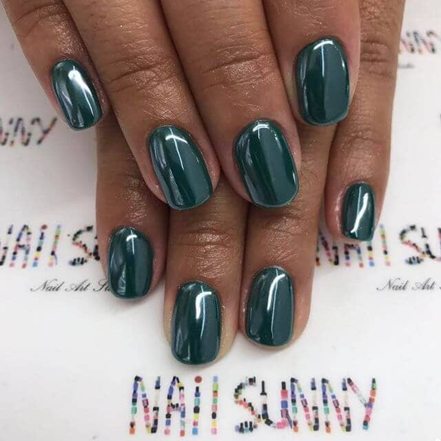 Glistening Teal Polish on Natural Nails