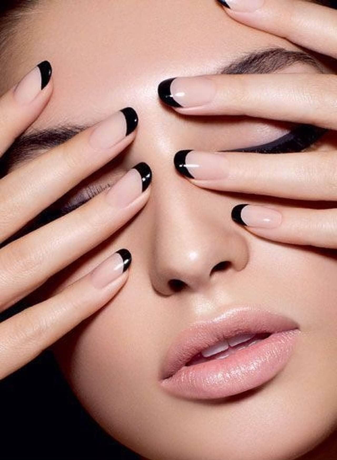 French manicure with black tips - round acrylic nails
