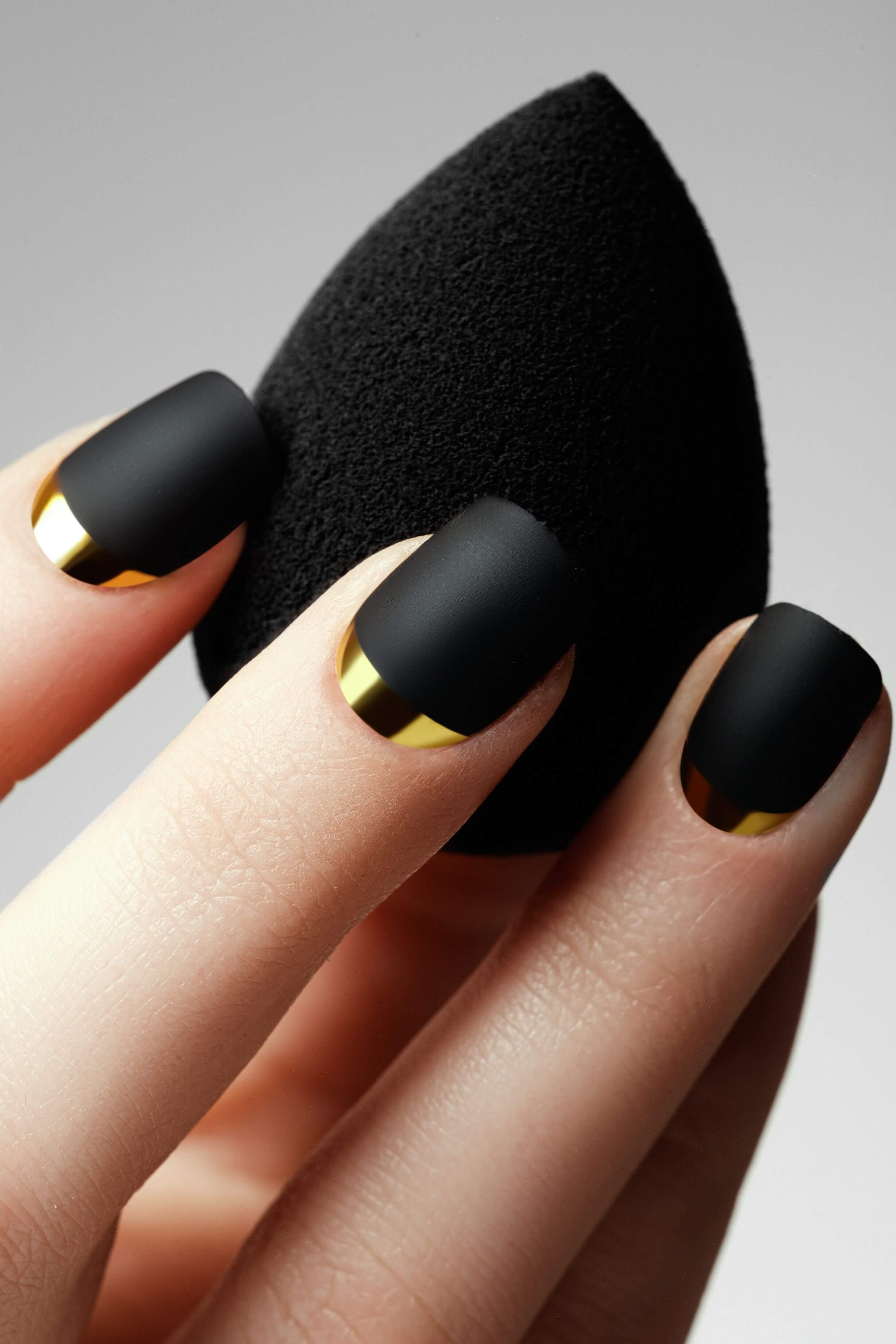 Stunning Black and Gold Manicure