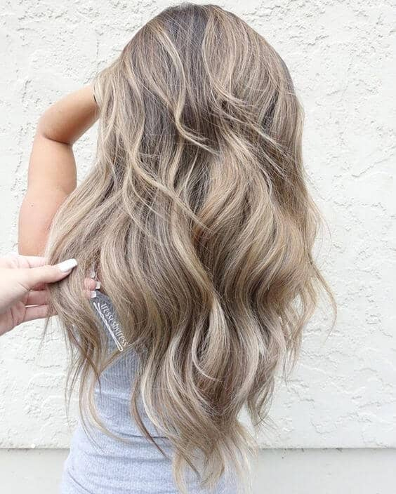 Loose Blonde Highlighted Waves