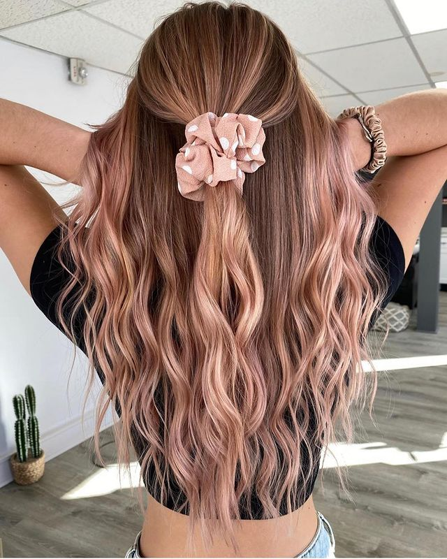 Scrunchie-Equipped Strawberry Blond Balayage