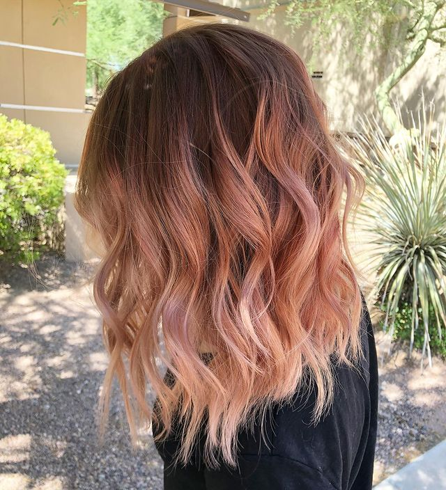 Shoulder-Length Strawberry blond Balayage