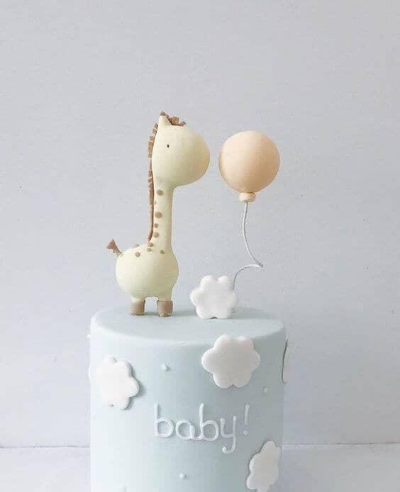 Sleek Giraffe and Balloon Design