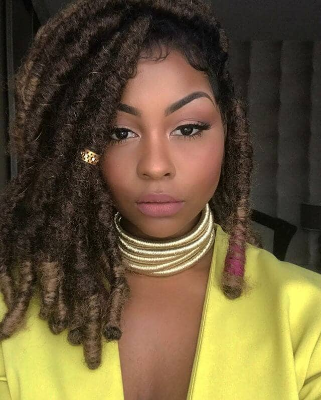 Large Twists with Natural Colored Ends