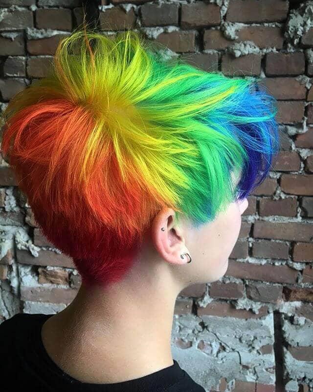 Sporty Short Cut for a Bright Full Rainbow Burst