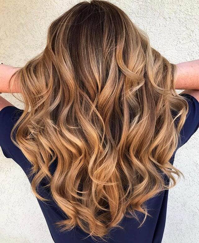Cute Strawberry Blonde Waves in Brunette Hair