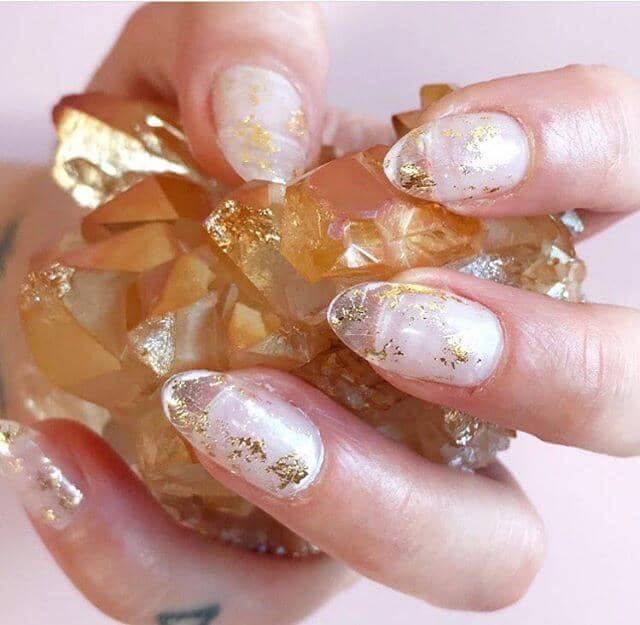 Romantic Wispy Golden Nail Idea