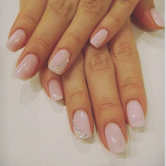 Light Pink Oval Nails with Simple Diamonds