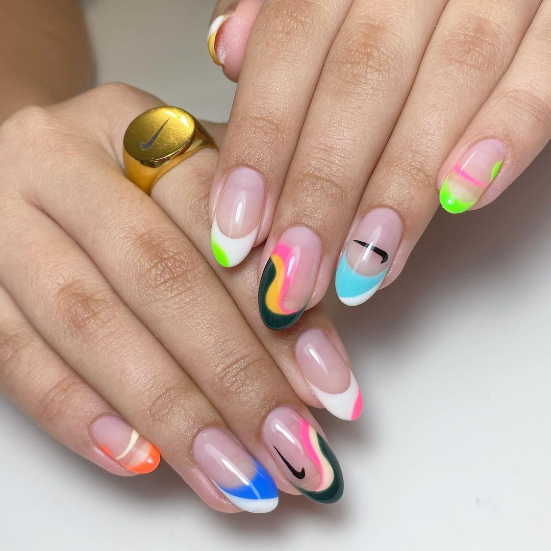 U-Shaped Color Bands Nail Design