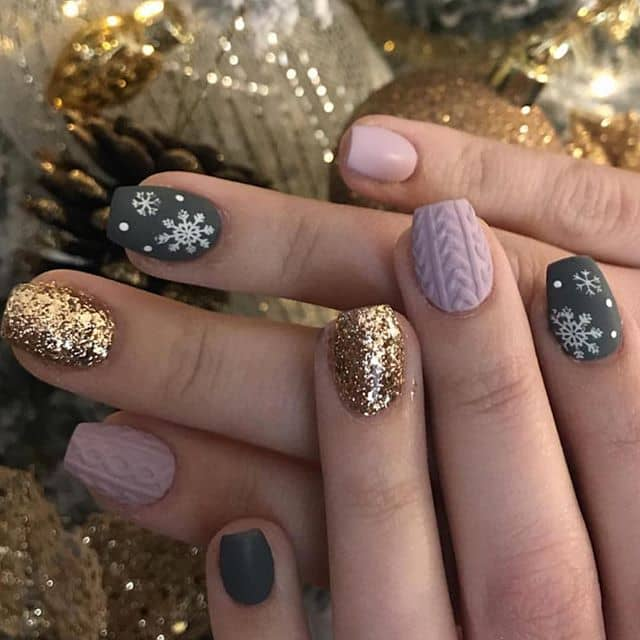 Beautifully Festive Holiday Themed Nail Art for Short Nails