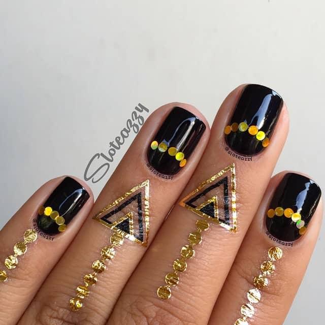 Delicate Nail Art With Bonus Finger Decorations