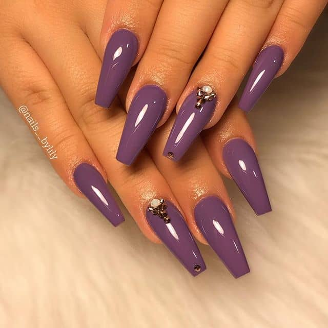 Simple Mauve Nails with an Accent Piece