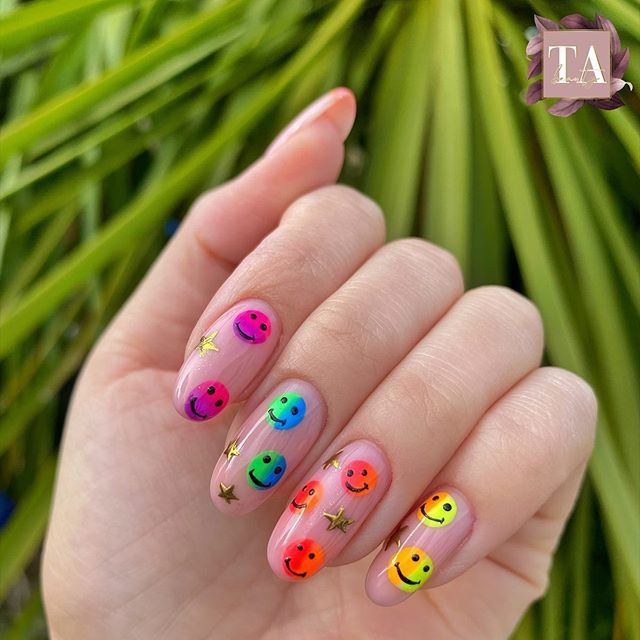 Beautiful Nail Color Option for Parties
