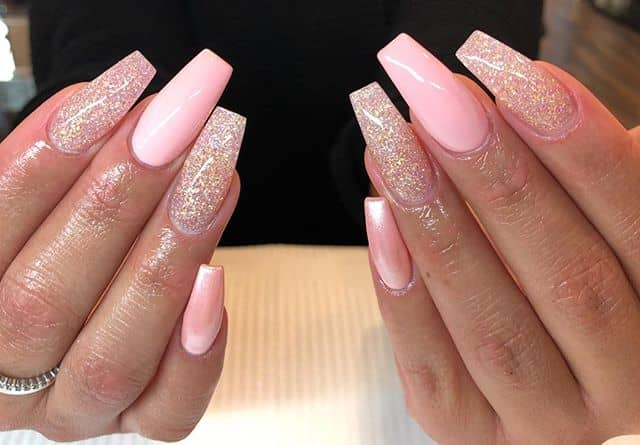 Light Pink Nails with Diffuse Gold Accents