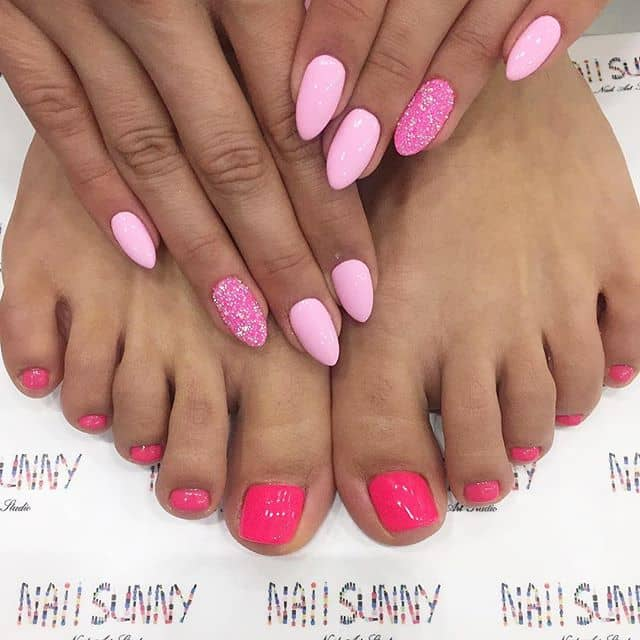 Russian Arrowhead Nails in Bubblegum with Strawberry-Cherry Toenails