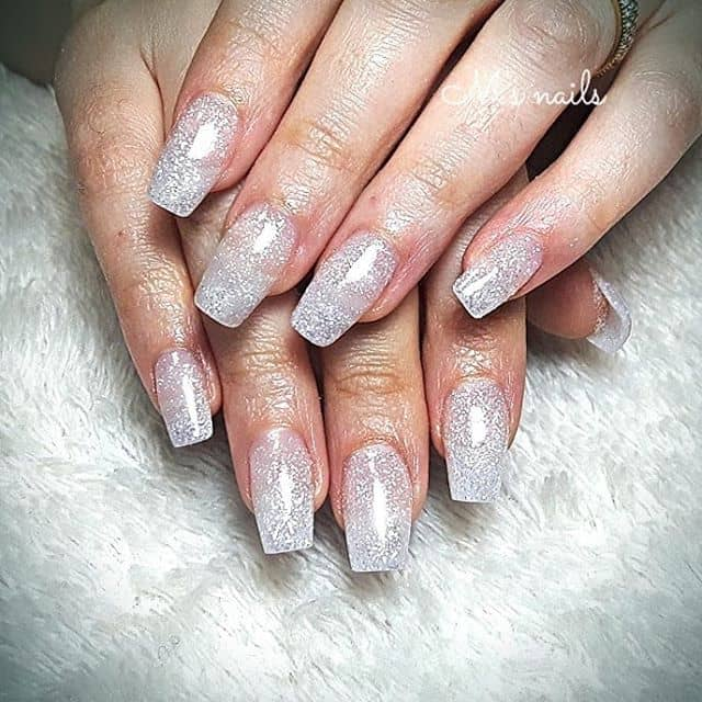 Acrylic Nails that Light Up the Club