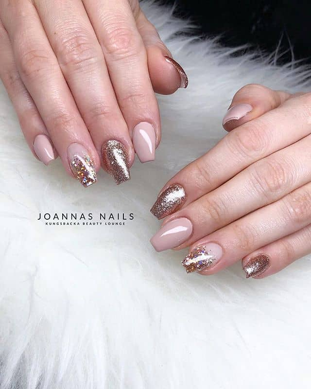 Glitter and Gold Nails Make Luxury Shine