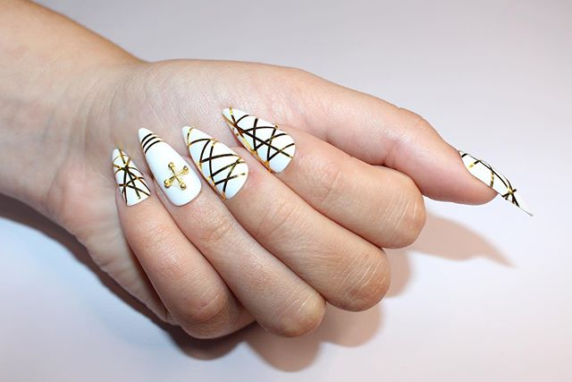 Chic and Unique Striped White and Gold Nails