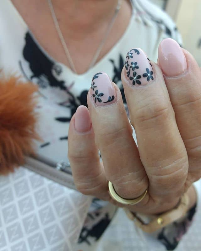 Elegant Pink and Black Flower Nail Idea