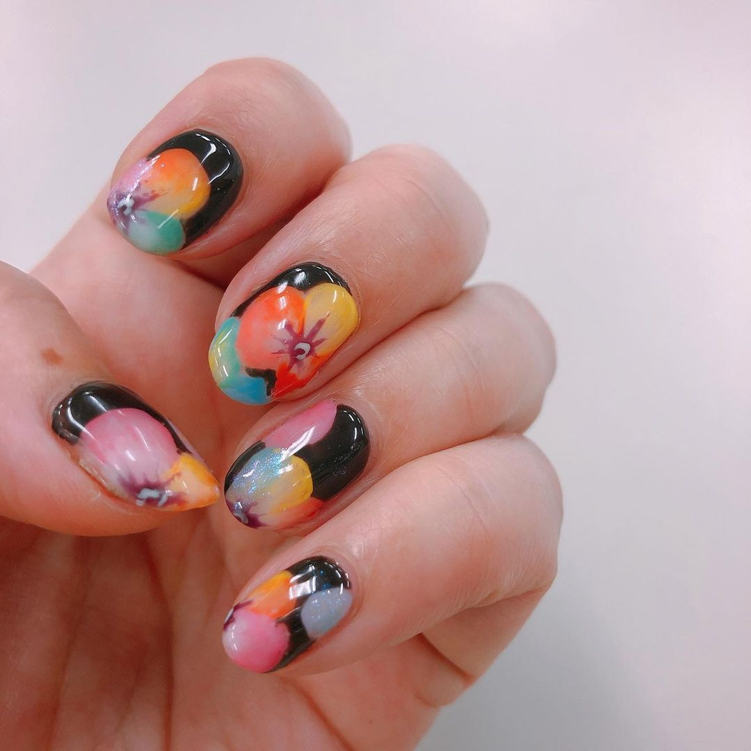 Painterly Pastel Petals with Pointed Tips