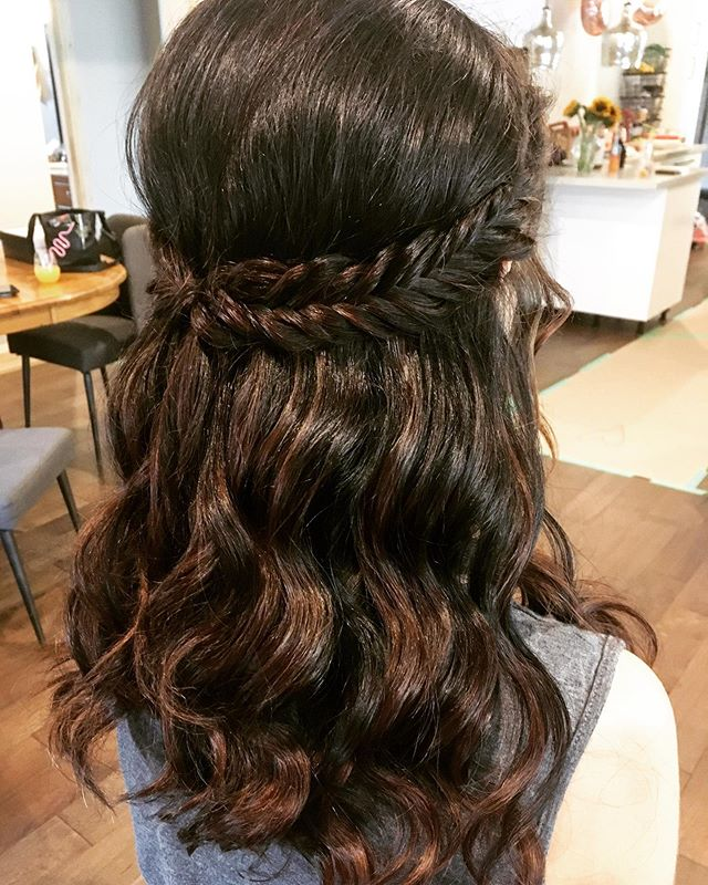 Cute And Easy Hairstyle For Women