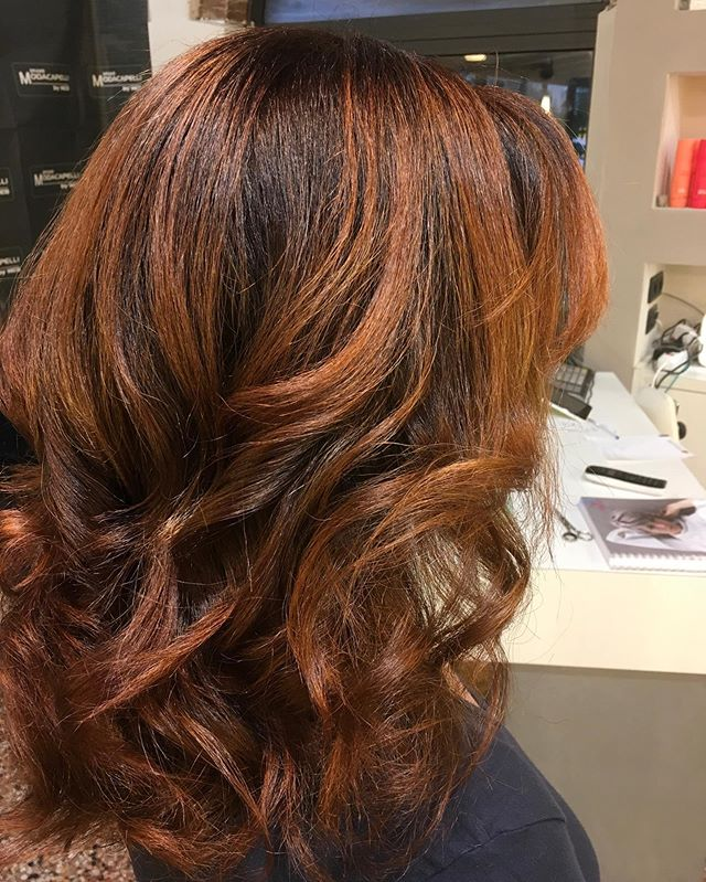 nse Curly Waves in Reddish Honey