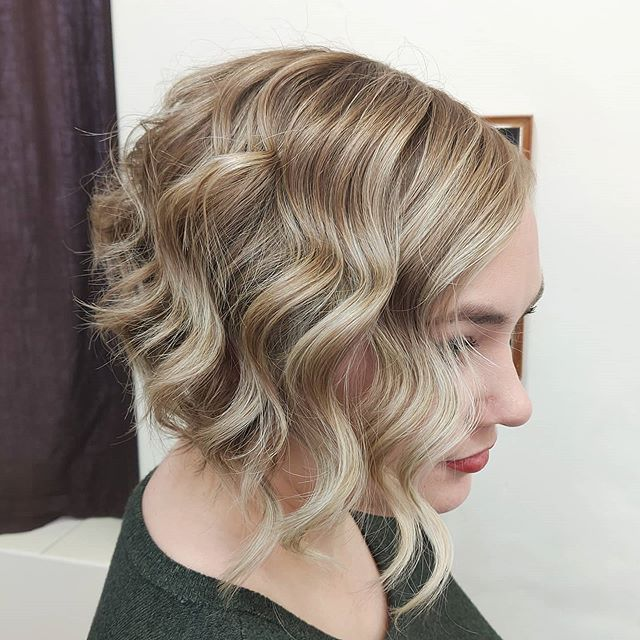 Short Wavy Hair with an Asymmetrical Lob