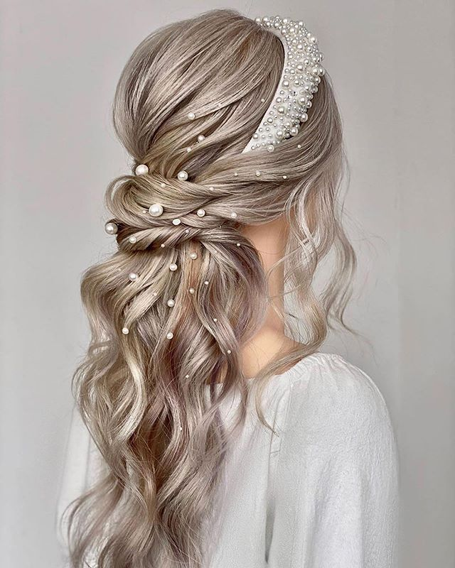 The Best Bridal Hairstyle Ideas feauture Pearls of Wisdom