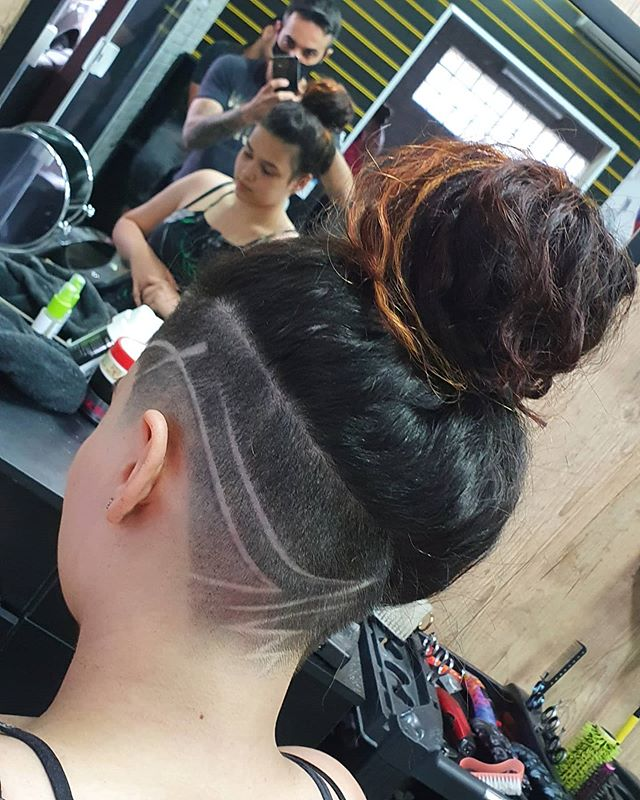 Tribal Underlining A Thick Hairline