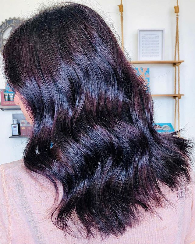 Mid-Length Brunette Waves with a Glossy Shine