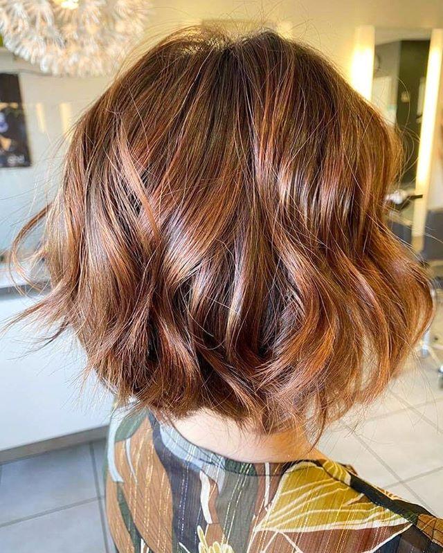 Jaw-Length Short Wavy Haircut Ideas