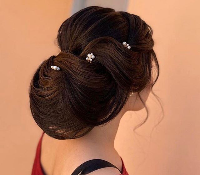 Sophisticated Pearl-Accented Bridal Hair Ideas